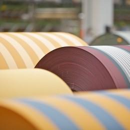 SUSPORT soll Textilhersteller über alternative Substanzen und Verfahren bei der Produktion von Kleidung und Textilien informieren (Bild: DBU).