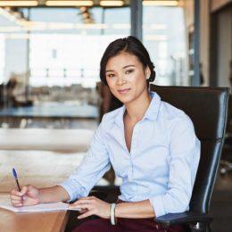 Ein ergonomischer Arbeitsplatz fördert die Gesundheit (Bild: © istock.com/gradyreese)
