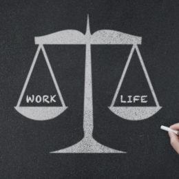 Die Work-Life-Balance ist wichtig - sowohl für Arbeitnehmer als auch für Arbeitgeber (Bild: © istock.com/zhz_akey)