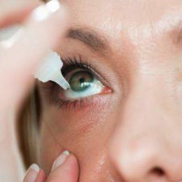 Trockene Augen sind störend am Arbeitsplatz. Sie können etwas dagegen tun! (Bild: © istock.com/choja)