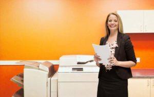 Drucker, Druckerpatronen, Druckerraum, Kopierraum, Mitarbeiterin, Unterlagen