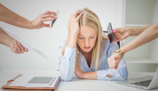 Wenn Ihre Mitarbeiter prokrastinieren, wird es Zeit nachzudenken: Auf diese Folge der Überforderung sollten Sie mit Maßnahmen zur Entlastung reagieren. (Bild: © istock.com/grinvalds)