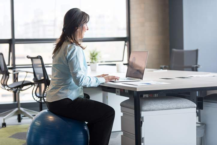 Bildschirmarbeit, Computer-Arbeitsplatz, Büro, Mitarbeiter