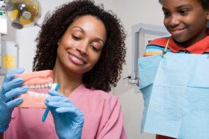 Zahnmedizinische Fachangestellte, Zahnbehandlung, Patienten, Handschuhe, Zahnarzt, Praxis