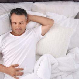 Das körpereigene Hormon Melatonin spielt eine maßgebliche Rolle dafür, ob man einschlafen kann oder nicht. (Bild: © New Africa | stock.adobe.com)